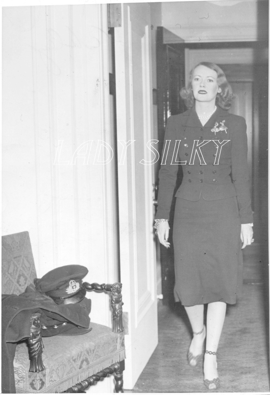 Silky 1944_wm